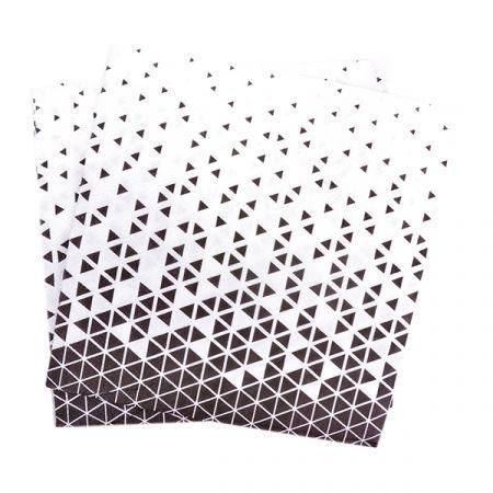 מפיות נייר 2 שכ 33X33 סמ 20 יח- משולשים שחור לבן